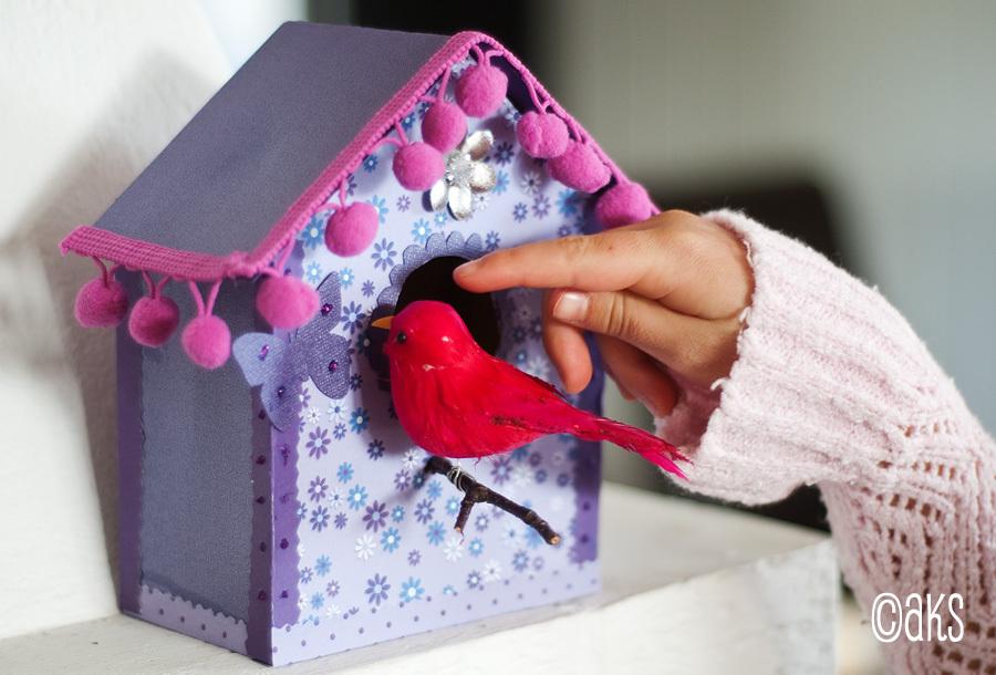 Fågelholk av papper