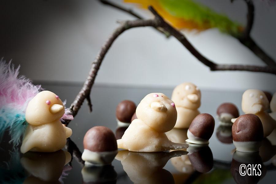 Marsipankyckling med mandelnäbb