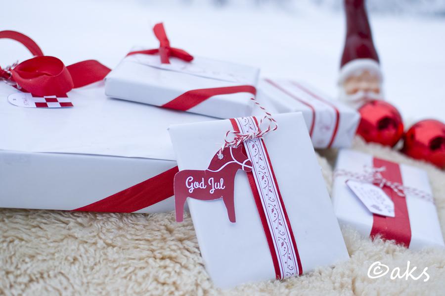 julklapp vit och röd